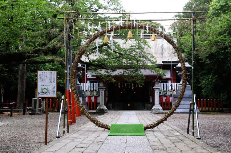 息栖神社境内につくられた茅の輪