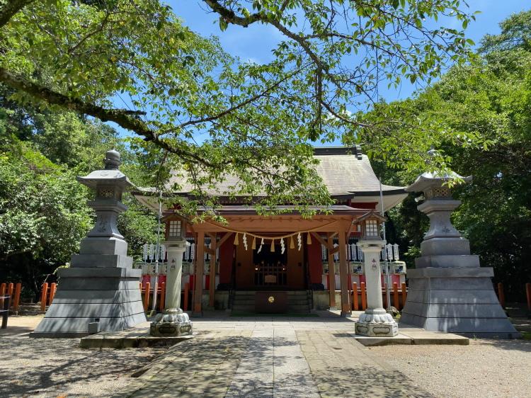 息栖神社の拝殿と本殿
