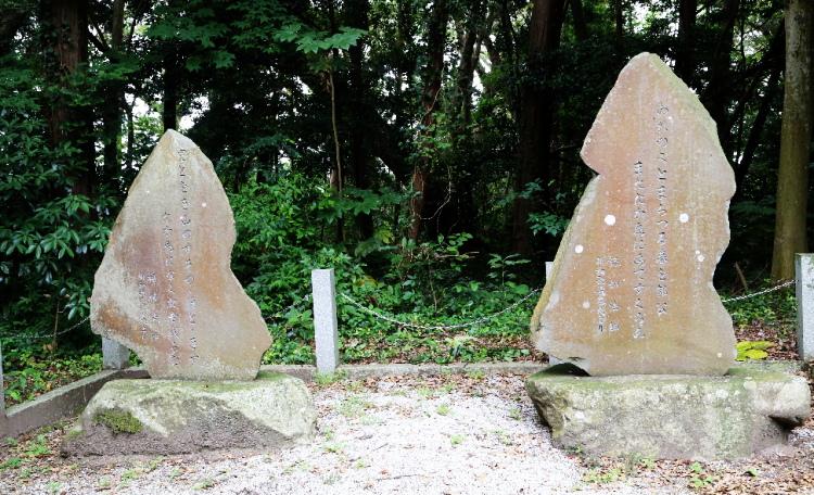 おきすの津と碇の歌が刻まれた歌碑