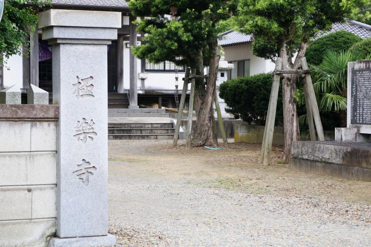 極楽寺の門