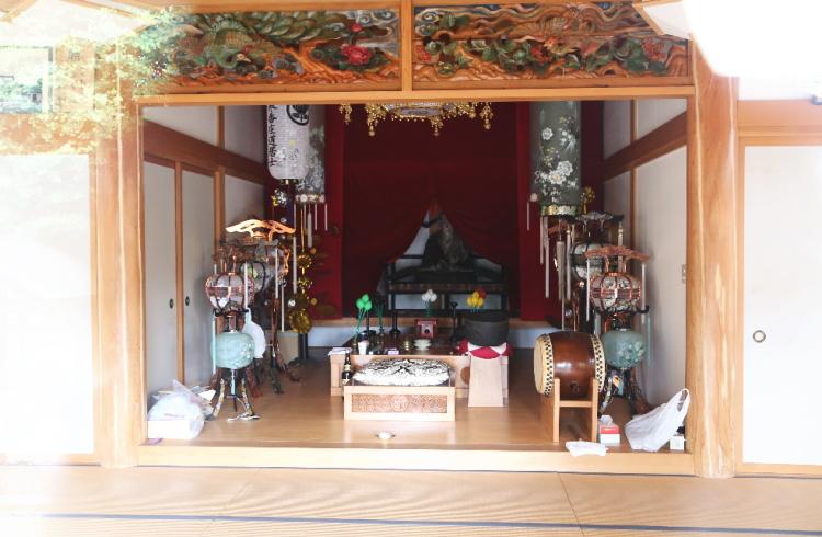 極楽寺本堂の中の様子