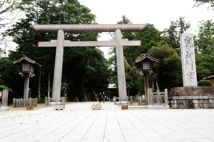 西側からみた鹿島神宮の大鳥居