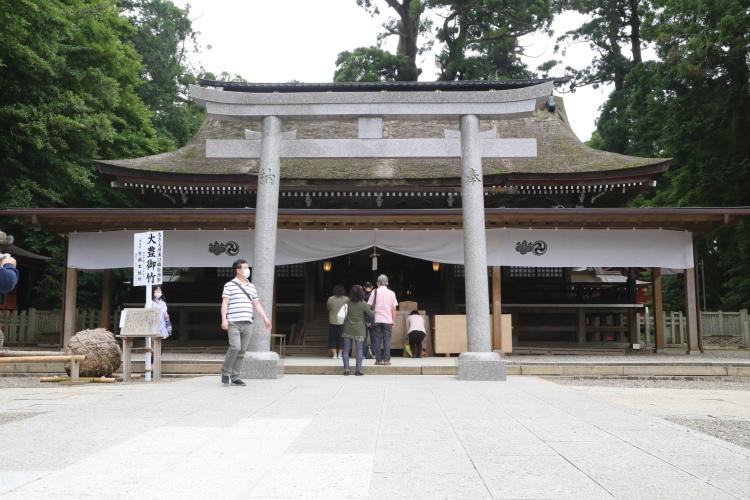 鹿島神宮の拝殿を正面から見たところ
