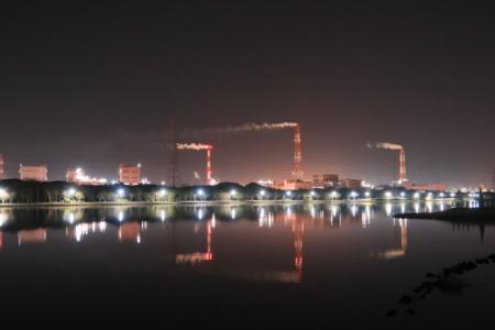 茨城県神栖市にある工場と煙突