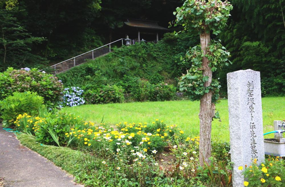 塚原卜伝の墓の入口