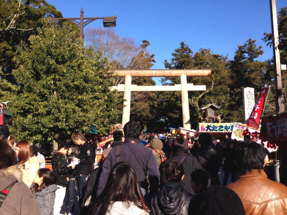 参拝客でにぎわう茨城県にある鹿島神宮の初詣