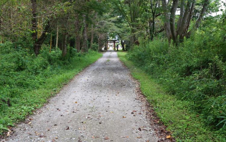 女化稲荷神社の参道の途中