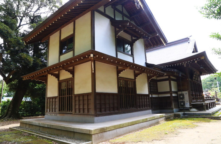 裏側からみた女化神社の本殿