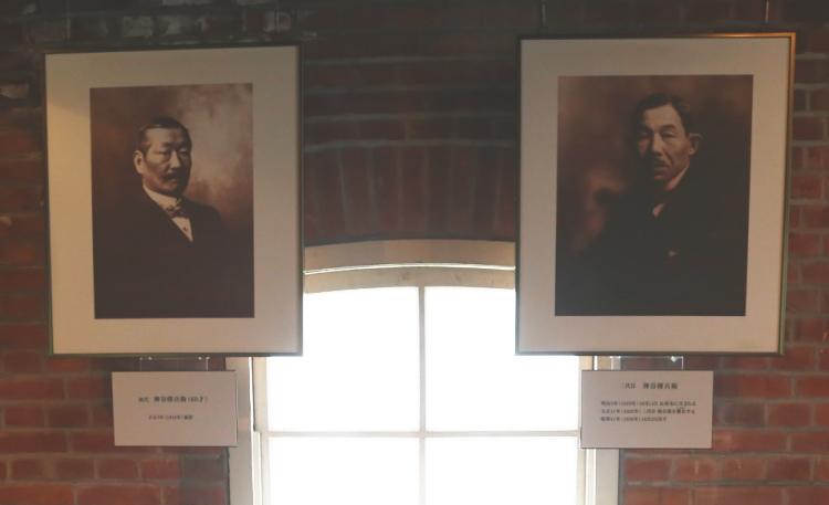 初代の神谷傳兵衛(左)と二代目神谷傳兵衛の写真