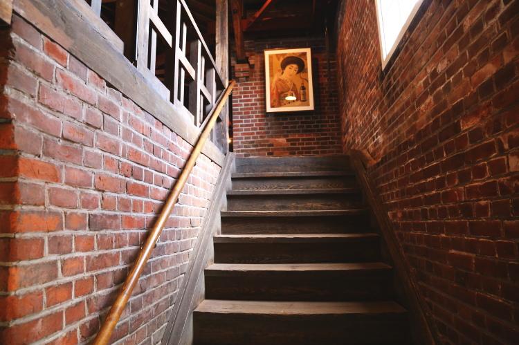2階に上がっていく階段