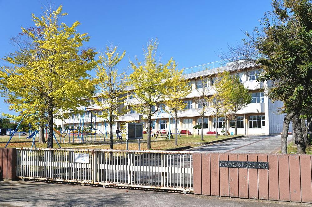 茨城県阿見町にある小学校の校舎