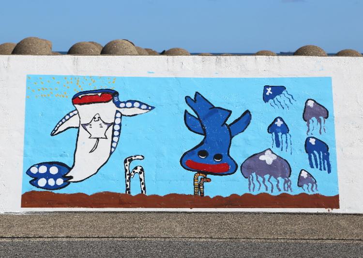 ジンベイザメとクラゲ