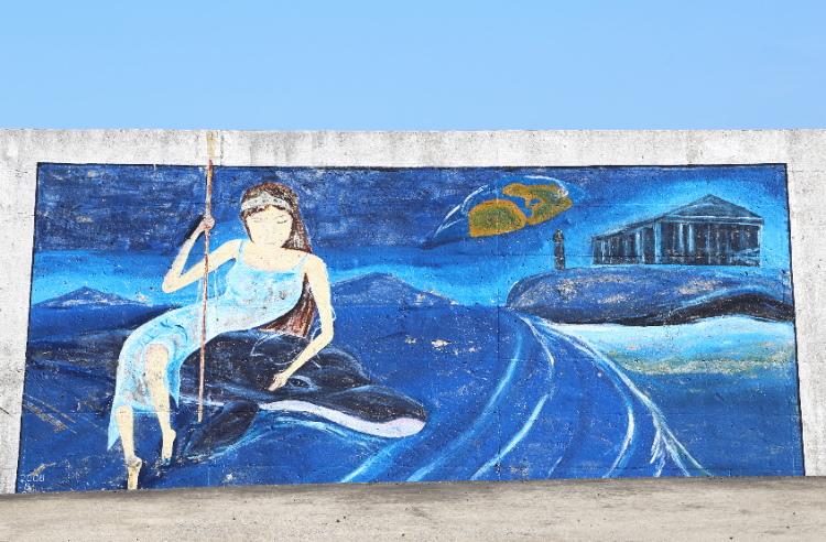 イルカに腰かけた女性
