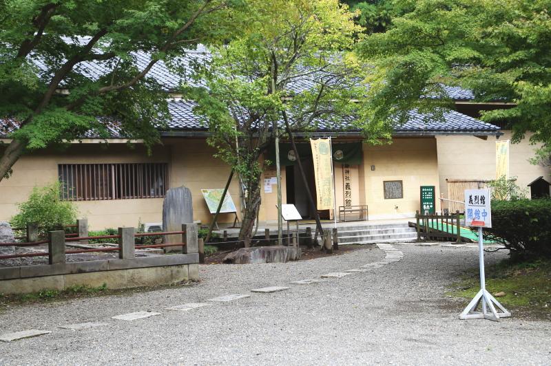 常盤神社境内にある義烈館