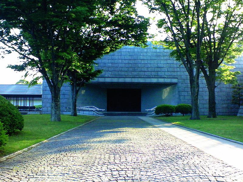茨城県立歴史館の本館入口