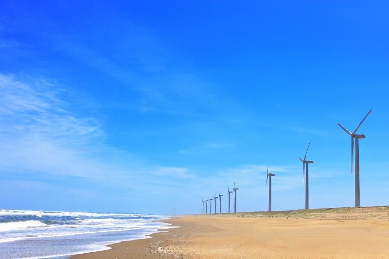 波崎ウインドファームに建つ風力発電の風車