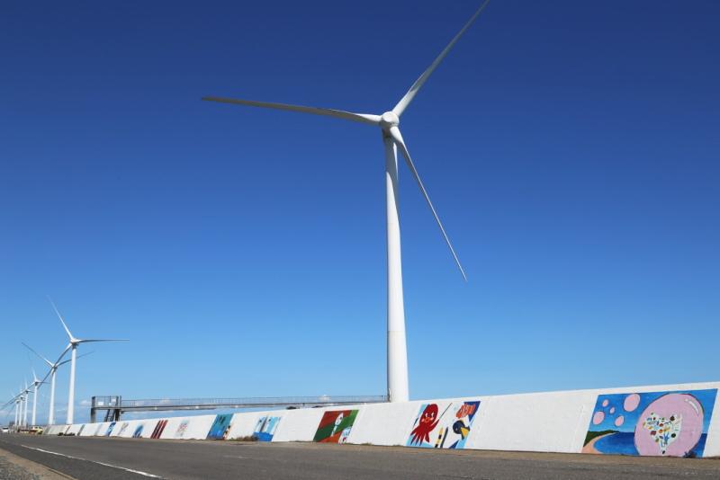 茨城県神栖市にある洋上風力発電所の風車