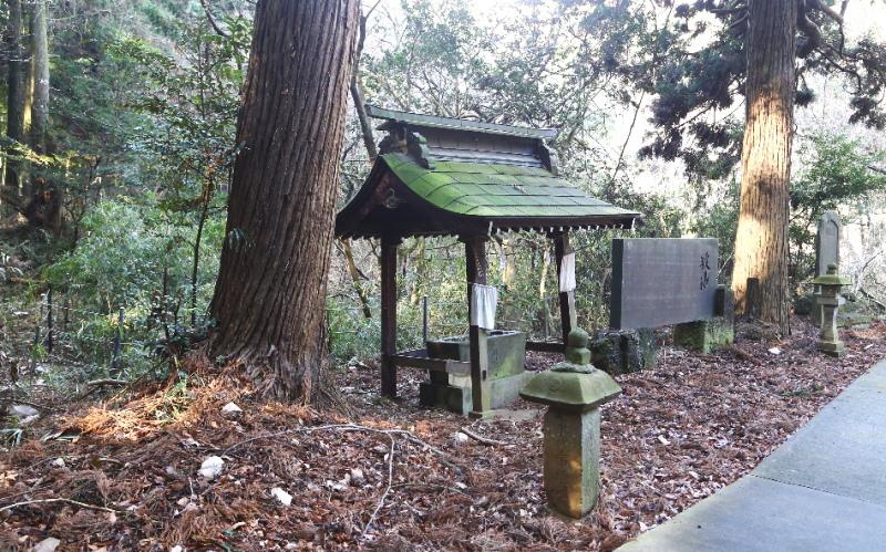 鉾田市・厳島神社の手水舎