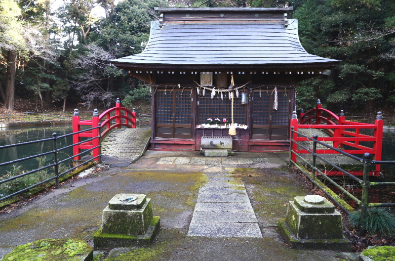 正面から見た厳島神社の拝殿