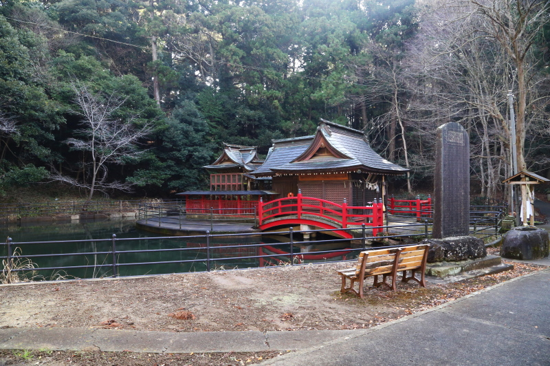 鉾田市・厳島神社の拝殿と本殿
