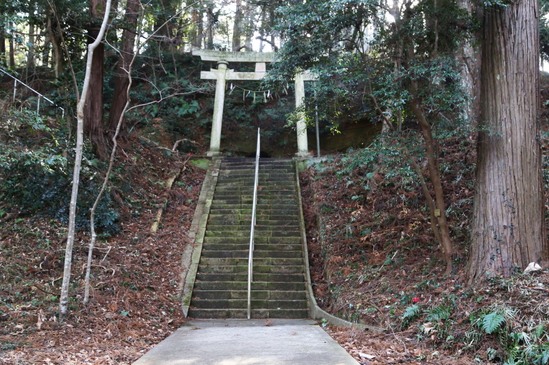 表参道の最後の階段と四の鳥居