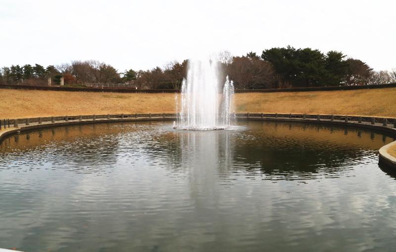 西池の噴水