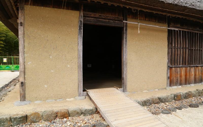 旧土肥家の入口