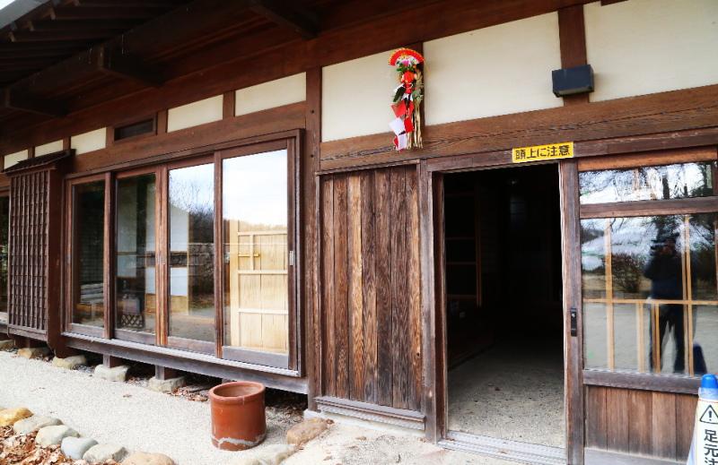 里の家の入口