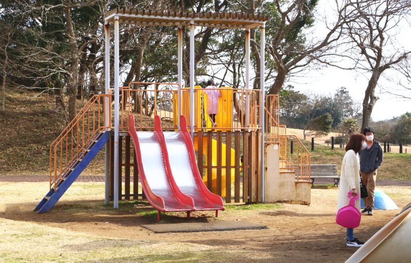 鹿島灘海浜公園の複合遊具にあるすべり台